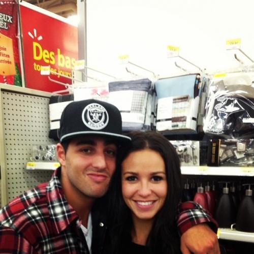 Cintia et Kaled d\'Occupation Double magasinent leurs meubles