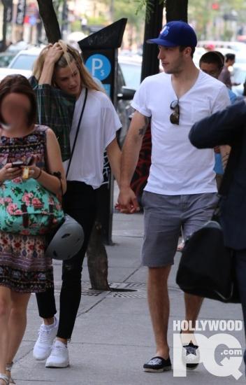 Eugenie Bouchard et Jordan Caron surpris main dans la main dans le centre ville de Montreal SPOTTED