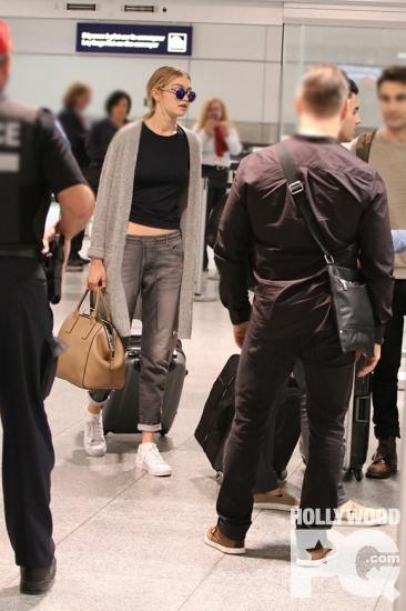 Joe Jonas et Gigi Hadid sont arrives ensemble pour les festivites du Grand Prix de Montreal SPOTTED