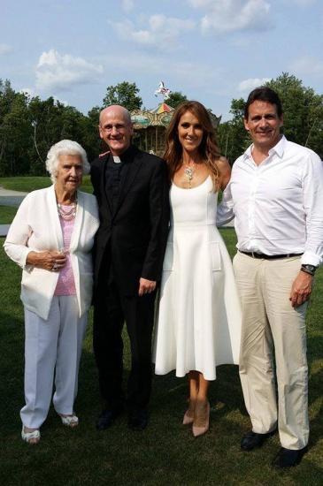 Julie Snyder et Pierre Karl Peladeau font baptiser leur fille Romy