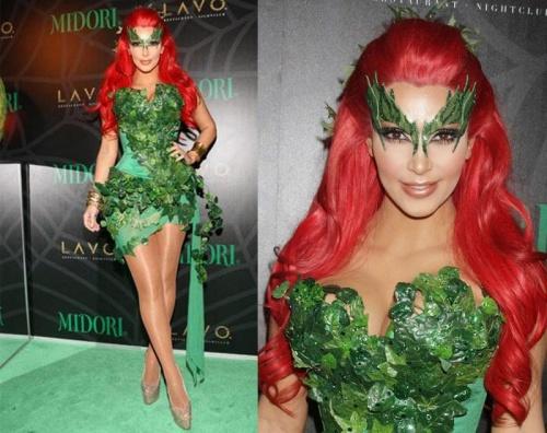 kim-kardashian-festeja-halloween-sin-su-esposo