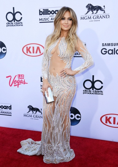 La robe transparente de Jennifer Lopez HOT or NOT