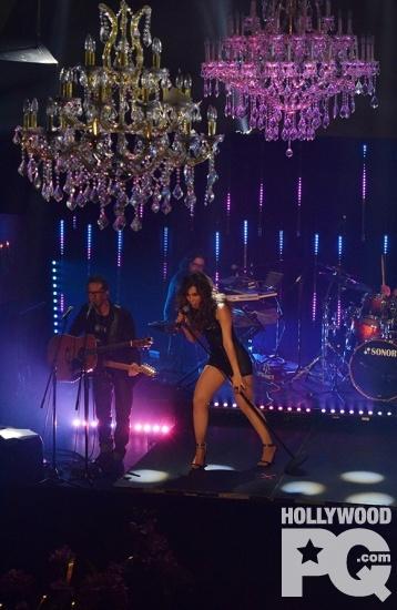 Carissa Vales La bombe latino quebecoise lance son premier album Burning Your Love