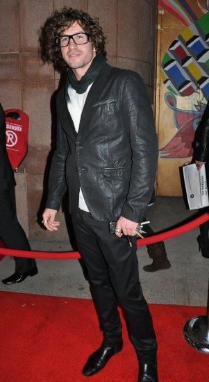 Le beau bonhomme du jour: Jonas au tapis rouge de lADISQ