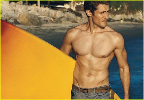 Le beau mec du jour: Matthew Morrison de Glee laisse tomber sa chemise