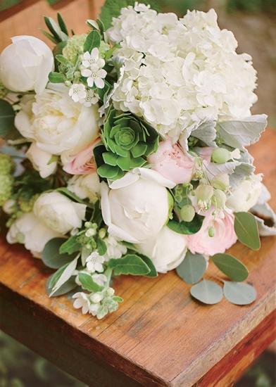 nikki-reed-ian-somerhalder-wedding-photos-bouquet-02