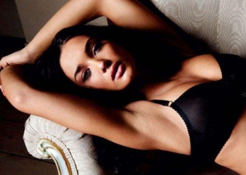 Miranda Kerr se fait brunir pour ledition indienne de FHM