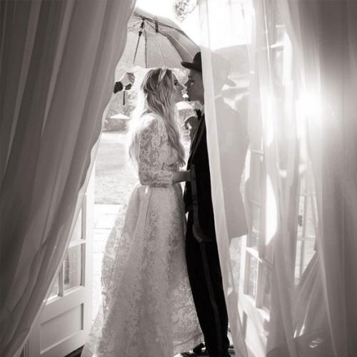 On voit ENFIN des photos du mariage dAshlee Simpson