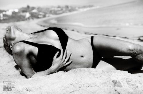 Pamela Anderson en seins et en fesses pour le Vogue Brazil