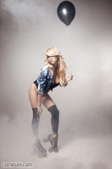 Photoshoot: Ke$ha dans le magazine Complex
