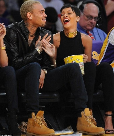 Rihanna et Chris Brown ensemble a un match des Lakers