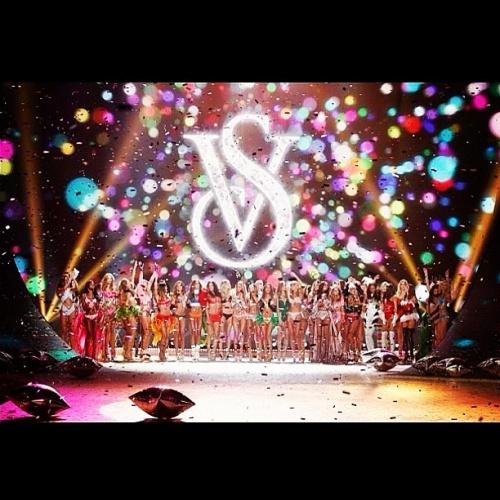 Rihanna et Justin Bieber ont performe au défile de Victoria s Secret