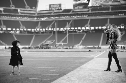 Super Bowl 50 Beyonce lance la chanson Formation et annonce une tournee mondiale