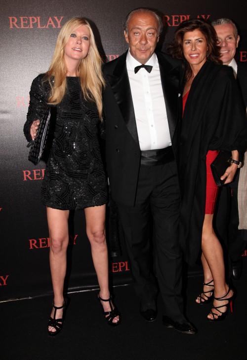Tara Reid fréquenterait un homme de 60 ans et fait le party à Cannes