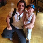 Christian Bale invite un fan en rémission à Disneyland