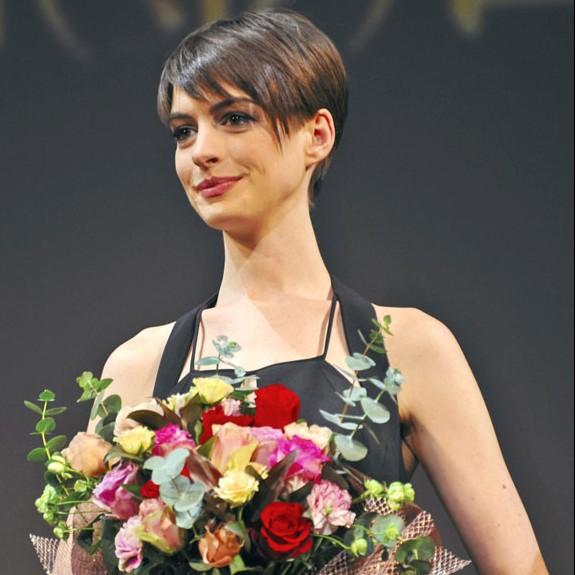 Anne Hathaway a VRAIMENT perdu du poids