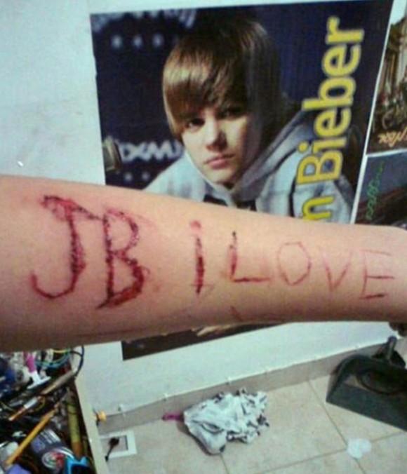 Des adolescents tweetent des images de mutilation pour que Justin Bieber arrête de fumer du pot