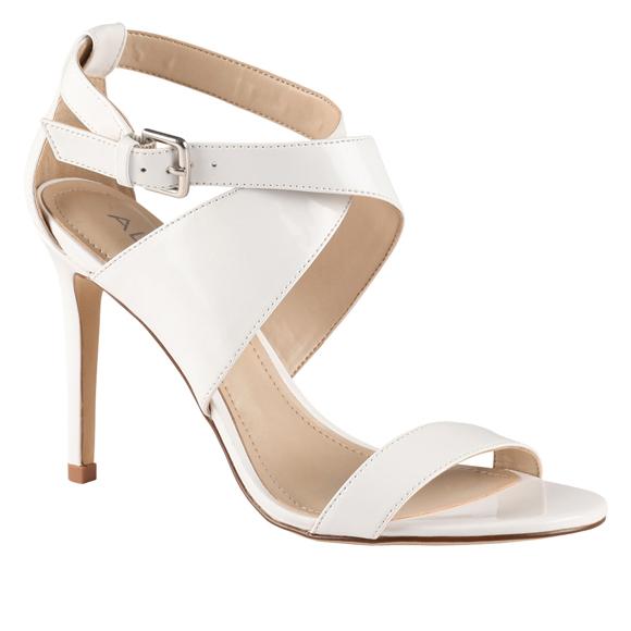 Obsession du jour – Les sandales blanches de Meggie Lagacé de Star Académie