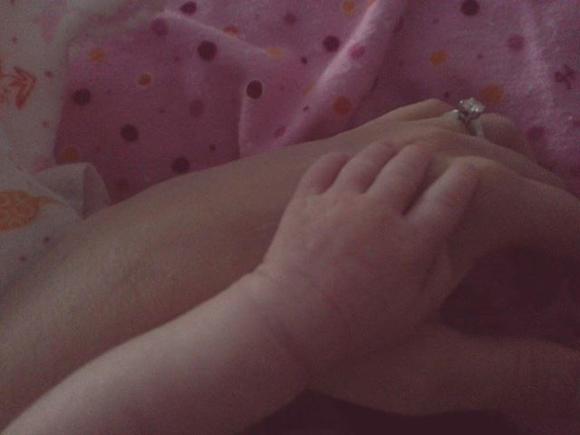 Marie-Christine Proulx et Maxime Guévin dévoilent la première photo de leur fille Emma