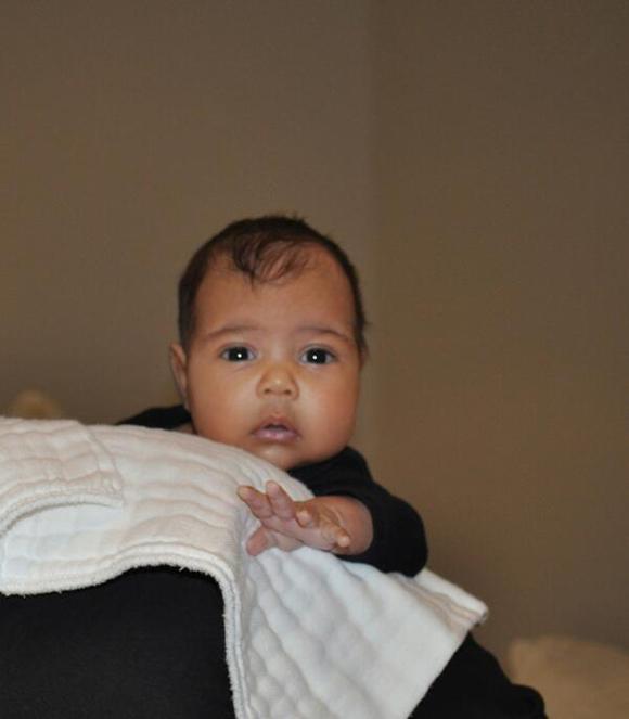 Kim Kardashian et Kanye West présentent leur fille North West - Première photo