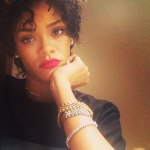 Les cheveux courts et bouclés de Rihanna - HOT or NOT