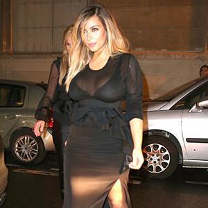 Kim Kardashian affiche sa perte de poids à la Semaine de mode de Paris