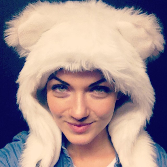Isabelle Desjardins et sa tuque ourson - HOT or NOT
