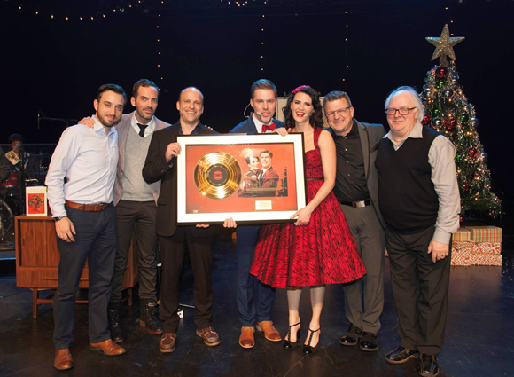 Jean-François Breau et Marie-Eve Janvier reçoivent un disque d'or pour Noël à deux