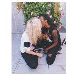 Ireland Baldwin embrasse la rappeuse Angel Haze