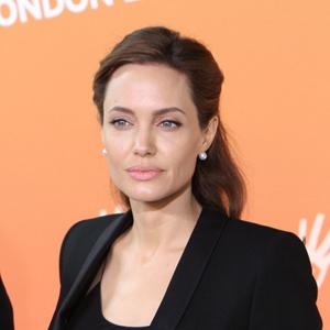 Angelina Jolie est honorée par la reine d'Angleterre