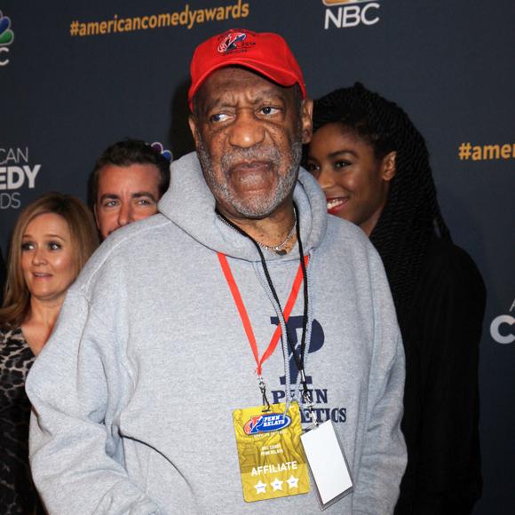 Bill Cosby se met un pied dans la bouche pendant un de ses spectacles en Ontario