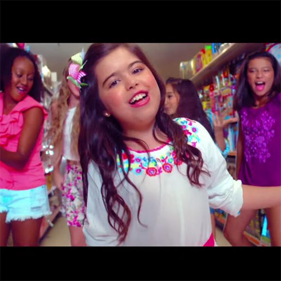 La petite Sophia Grace lance son vidéoclip pour la chanson Best Friends