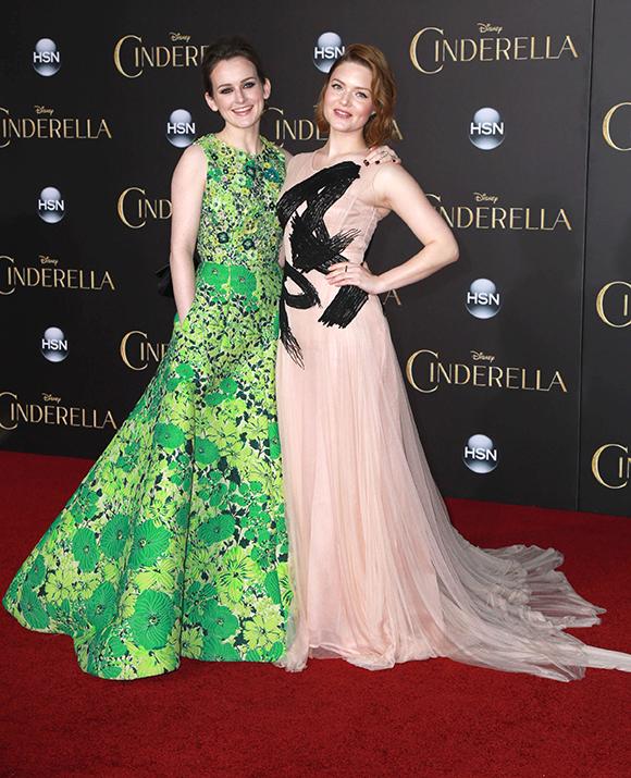 Lily James et Richard Madden à la première du film Cinderella à Los Angeles - Tapis Rouge