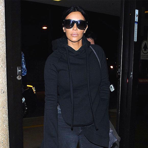 Style de star - Le look d'aéroport de Kim Kardashian coûte les yeux de la tête