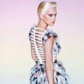 Katy Perry a les sourcils bleachés sur le magazine Wonderland