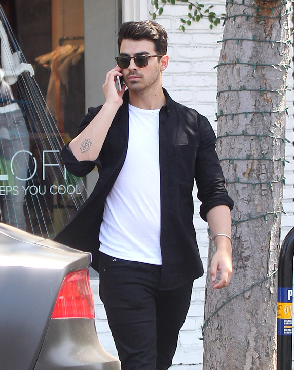 Joe & Kevin Jonas Hang With Friends In West Hollywood