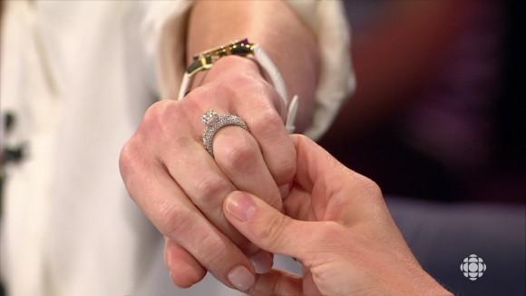 La bague de mariage de Caroline Néron
