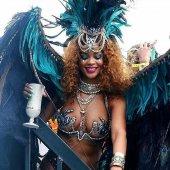 Rihanna participe à un festival exotique en Barbade