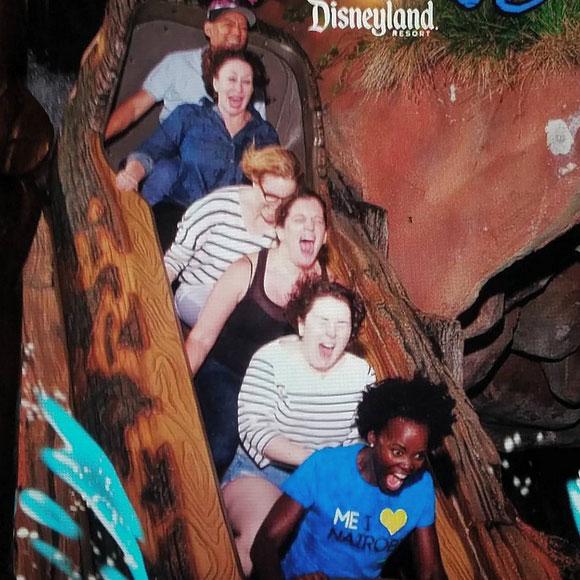 Lupita Nyong'o va à Disney pour la première fois et sa réaction est PARFAITE