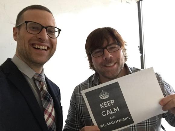Louis T rencontre Mathieu St-Laurent, le responsable des notifications Camion gris d'ICI Radio-Canada
