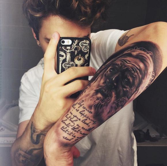 Le nouveau tatouage de Xavier Dolan de Dumbledore de harry Potter