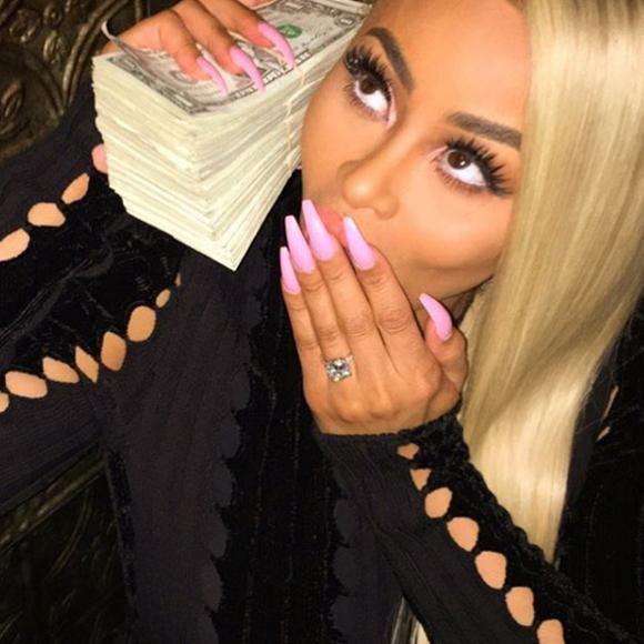 Rob Kardashian est fiancé.