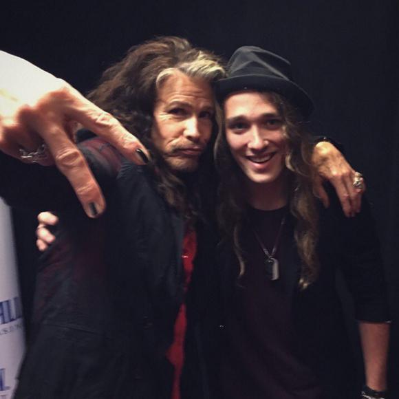 Travis Cormier de La Voix rencontre son idole Steven Tyler!!!