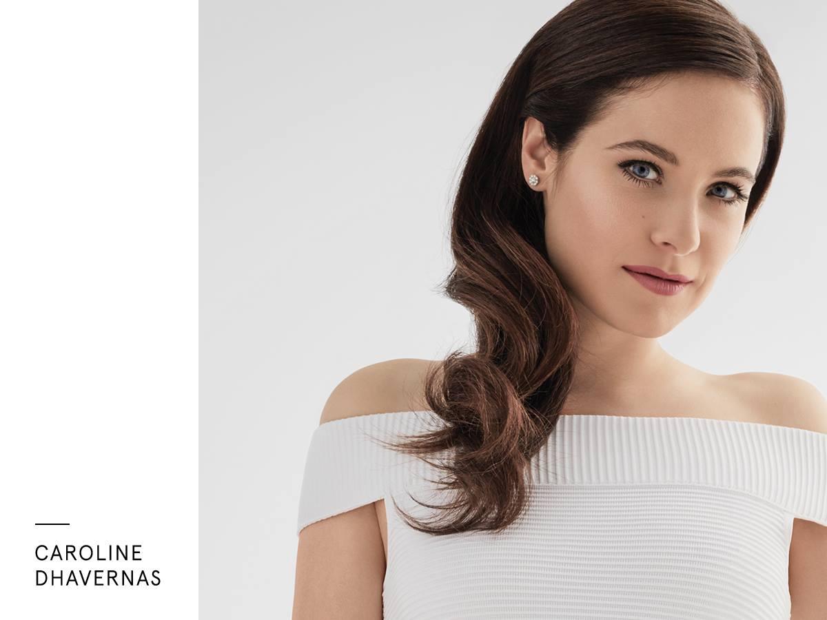 Caroline Dhavernas est la nouvelle égérie de Lise Watier Cosmétiques.