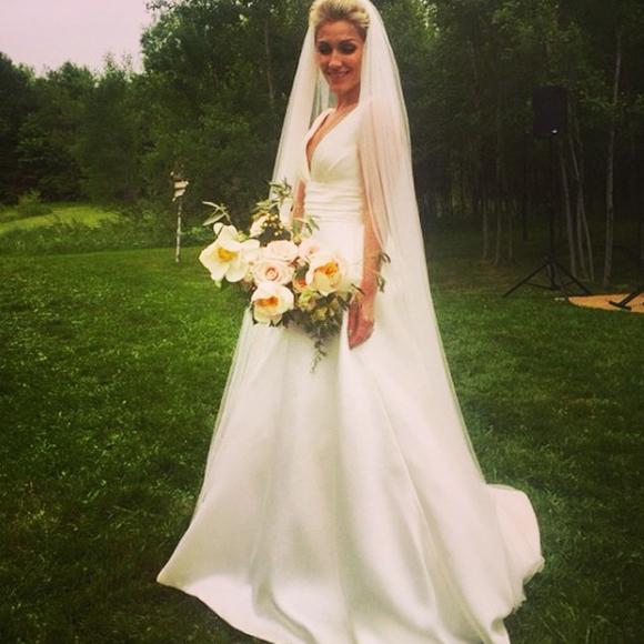 Ingrid Falaise flotte sur un petit nuage après son mariage.