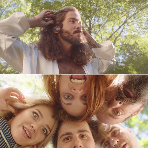 Claude Bégin et sa blonde, Clodelle Lemay, dans le vidéoclip de Des cœurs par la tête