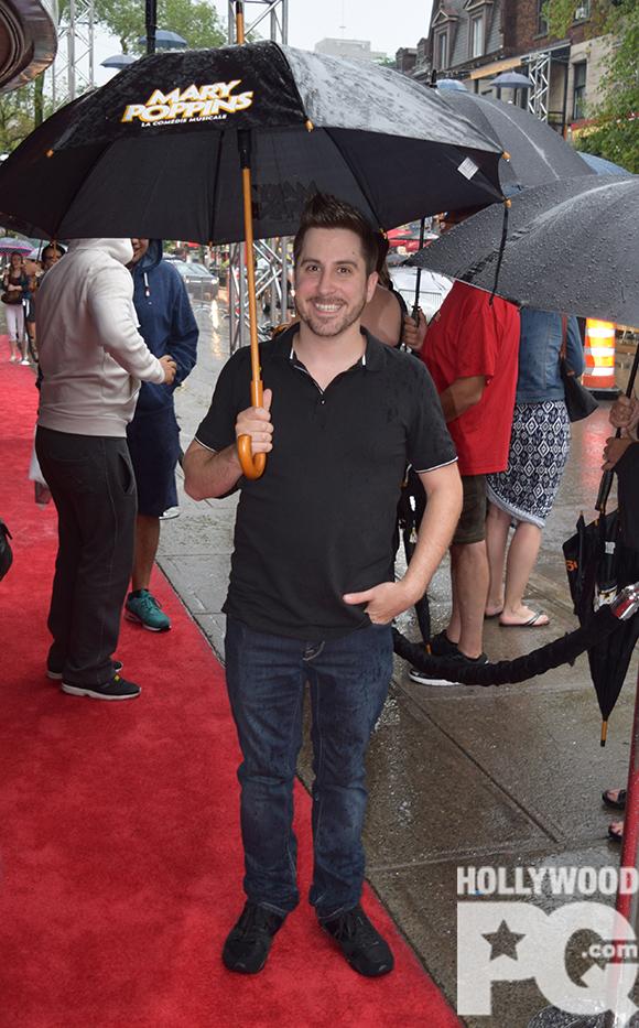 Les parapluies étaient de mise à la première de Mary Poppins