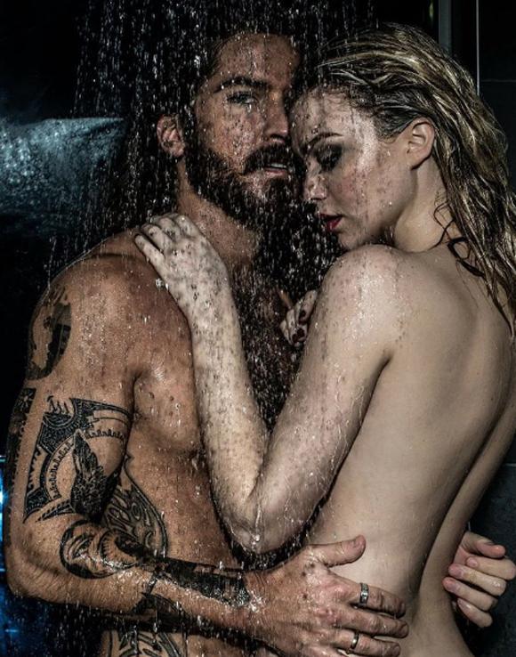 Le couple HOT du jour - Claude Bégin et sa blonde Clodelle sous la douche