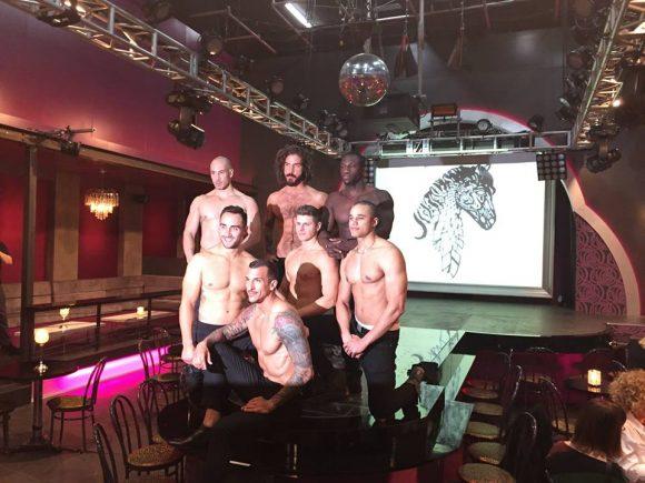 Voici qui seront les danseurs nus en vedette de la série Cheval-Serpent
