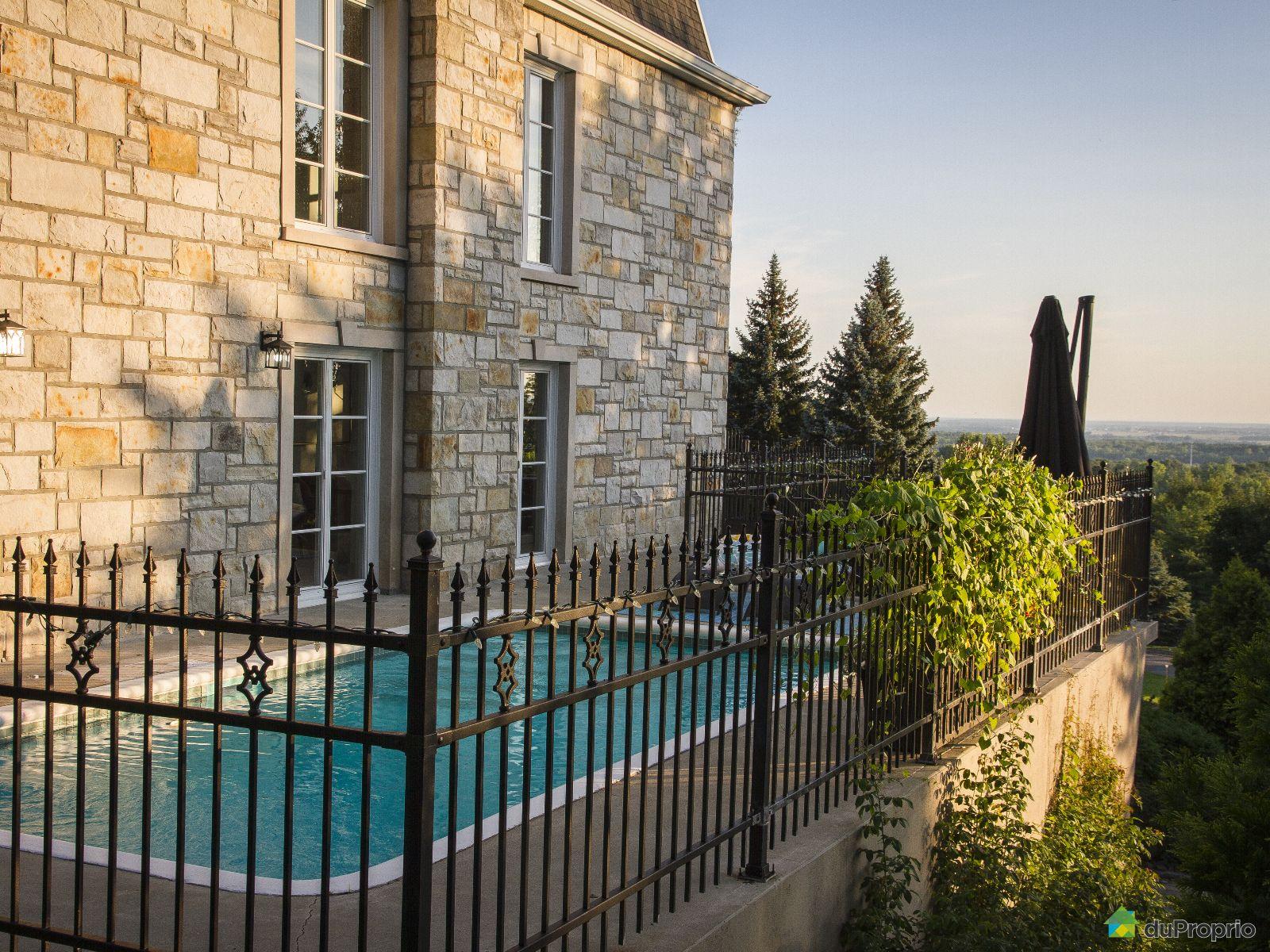 maison-2-etages-mont-st-hilaire-1600-9218105